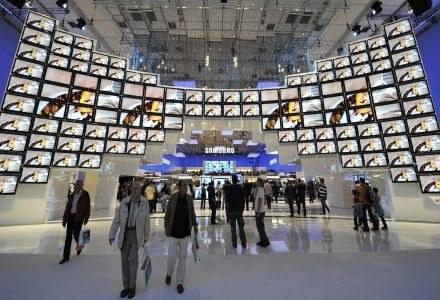 Za kilka lat telewizory LCD i plazmy będą koniecznością, ale telewizja cyfrowa to nie tylko obraz /AFP