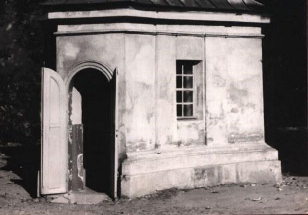 Za mówienie po polsku zamykano dzieci w kaplicy znajdującej się na dziedzińcu klasztornym. Ze zbiorów Muzeum Okręgowego Ziemi Kaliskiej /