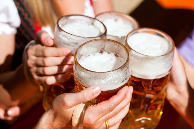 Za możliwość napicia się piwa na firmowej imprezie trzeba płacić /©123RF/PICSEL