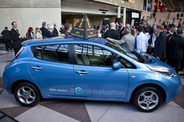 Za najlepsze auto uznano elektrycznego nissana leaf /AFP