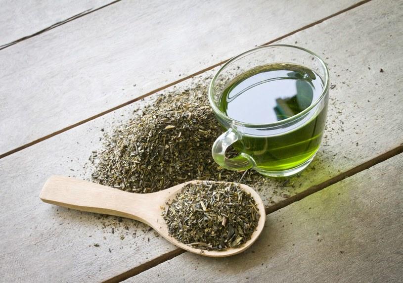 Za najzdrowsze herbaty uważane są te najmniej przetworzone, zielone i białe /123RF/PICSEL
