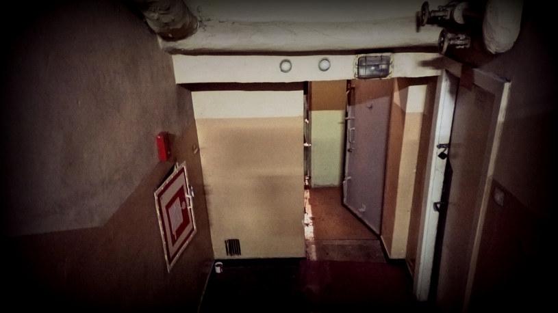 """Za """"pancernymi"""" drzwiami kryje się przemyślany w najdrobniejszych szczegółach wojskowy kompleks /INTERIA.PL"""