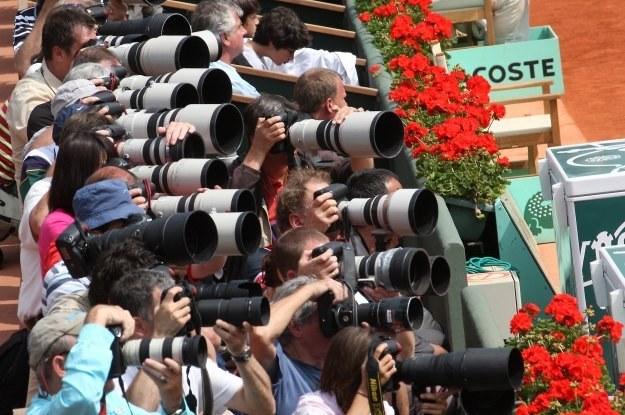 Za profesjonalne lustrzanki także przyszłoby płacić. A co z obiektywami? /AFP