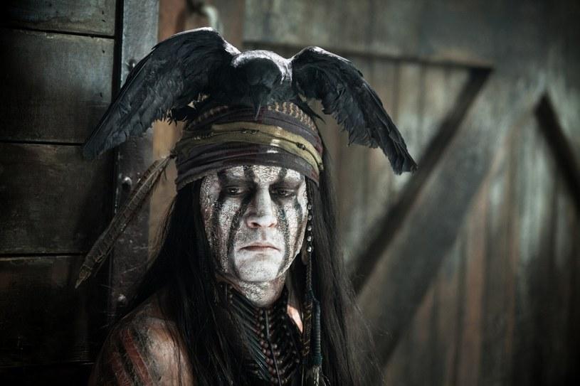 Za rolę Indianina Tonto Johnny Depp był nominowany do Złotej Maliny /materiały prasowe