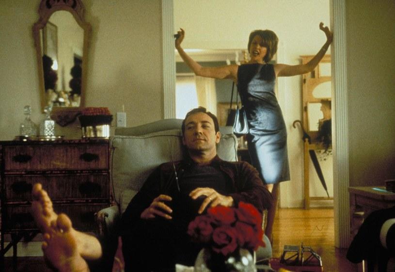 """Za rolę w """"American Beauty"""" Kevin Spacey dostał Oscara, Annette Bening musiała się zadowolić nominacją /materiały dystrybutora"""