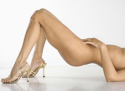 Za takimi nogami nie sposób się nie obejrzeć... /ThetaXstock