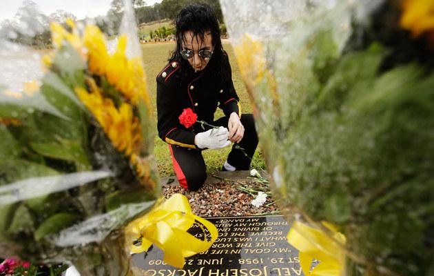 Za trzy dolary fani będą mogli złożyć kwiaty Michaelowi, fot.Brendon Thorne  /Getty Images/Flash Press Media