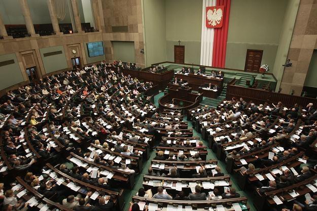 Za uchwaleniem noweli opowiedziało się 235 posłów, przeciwnych było 190, fot. Leszek Szymański /PAP