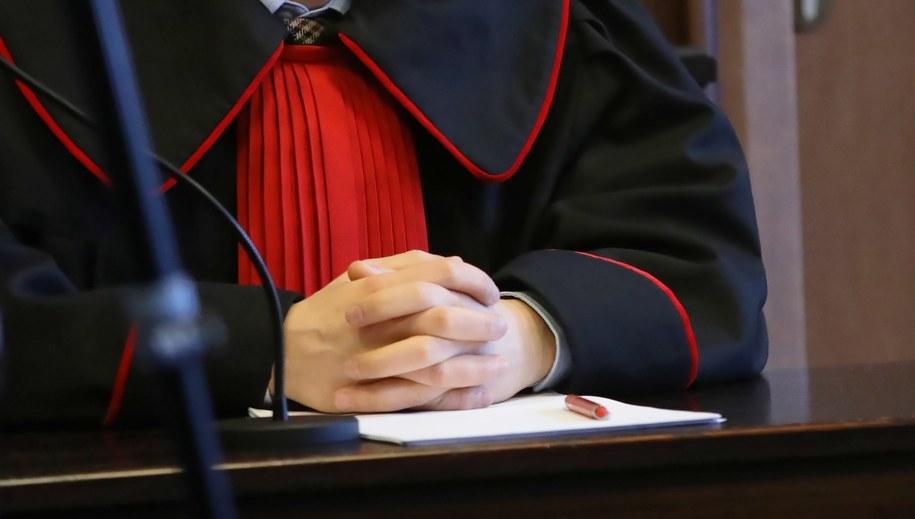 Za usiłowanie zabójstwa syna 40-latce może grozić nawet dożywocie (zdjęcie ilustracyjne) / Tomasz Gzell    /PAP