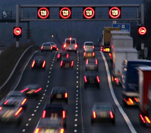 """Za wyjątkowo cyniczną uznajemy tezę o """"zagranicznych kierowcach, którzy rozjeżdżają niemieckie autostrady, nic za to nie płacąc"""" /Fot. Michael Probst (Associated Press/Fotolink)    /"""