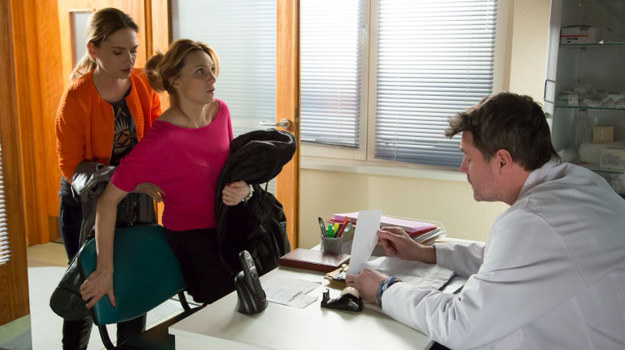 Za zaburzenia wzroku odpowiedzialny jest stres związany ze ślubem /Agencja W. Impact