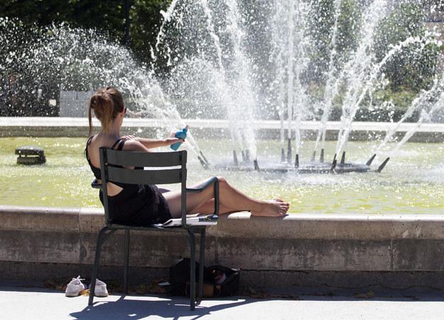 Zaatakowana kobieta opalała się w parku (zdjęcie ilustracyjne) fot. Caroline Gardin /AFP
