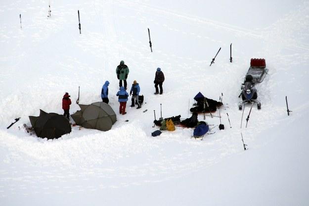 Zaatakowane obozowisko niedaleko Svalbard /Svalbard police /PAP/EPA