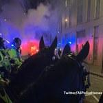 Zaatakowany komisariat i spalone radiowozy. Zamieszki w Bristolu