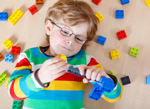 Zabawa rozwija kreatywność /123RF/PICSEL