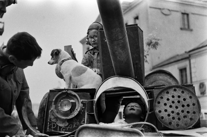 """Zabawa w """"Czterech Pancernych"""" była modna jeszcze w latach 90. XX wieku /Jerzy Dabrowski     /Agencja FORUM"""