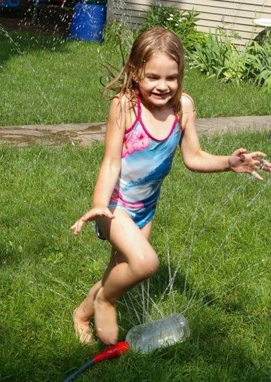 zabawy w ogrodzie dla dzieci /© Photogenica