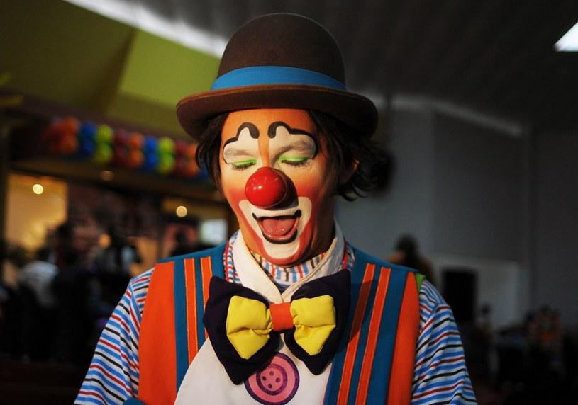 Zabawy z klownami nie zawsze są takie grzeczne, jak mogą się wydawać /AFP