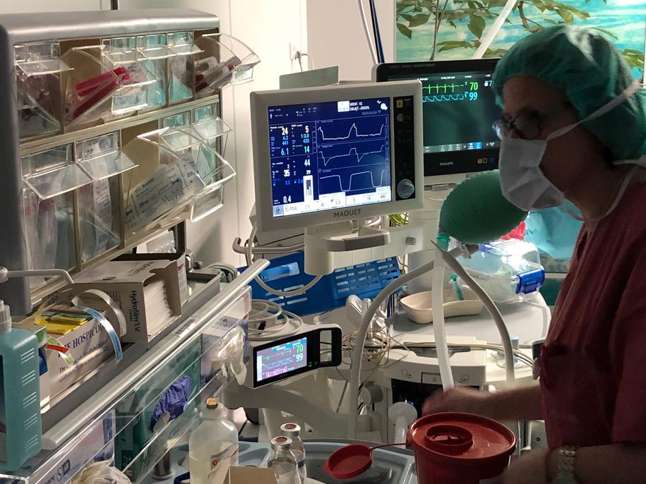 Zabiegi wykonywane metodą laparoskopową to operacje, w których nie wykonuje się dużych cięć powłok skórnych pacjenta /Mateusz Chłystun /RMF FM
