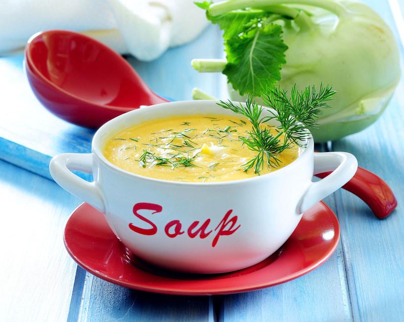 Zabielana zupa z młodej kalarepy i koperku /123RF/PICSEL