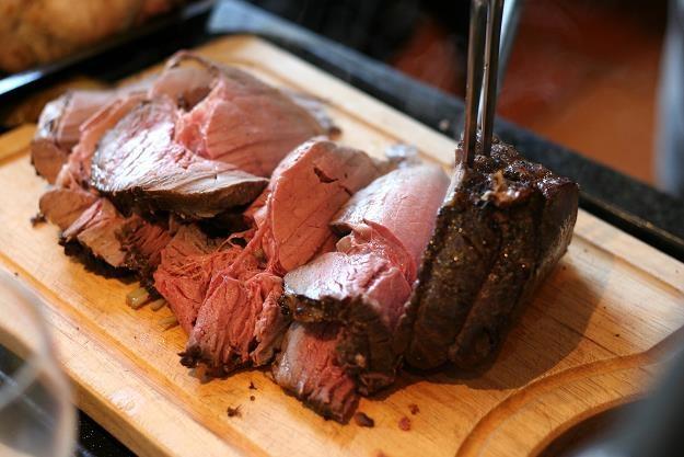 Żabka wycofuje produkty z niepewną wołowiną (zdj. ilustracyjne) /©123RF/PICSEL