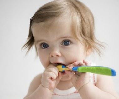 Ząbki jak perełki - jak o nie dbać?
