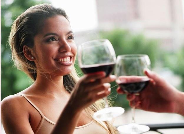 Zabójczy dla wątroby związek: nadwaga i alkohol /ThetaXstock