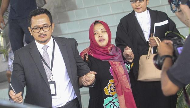 Zabójstwo Kim Dzong Nama. Zwolniono z aresztu jedną z oskarżonych