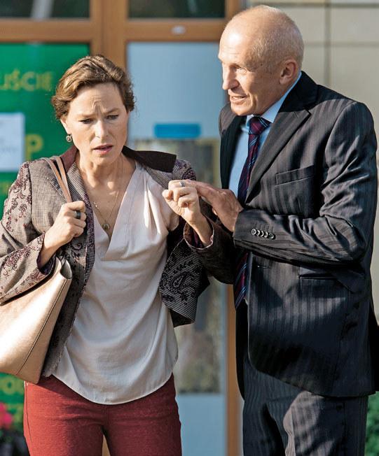 Zaborczy prokurator zagrozi żonie, że zamknie ją w wariatkowie /TVN