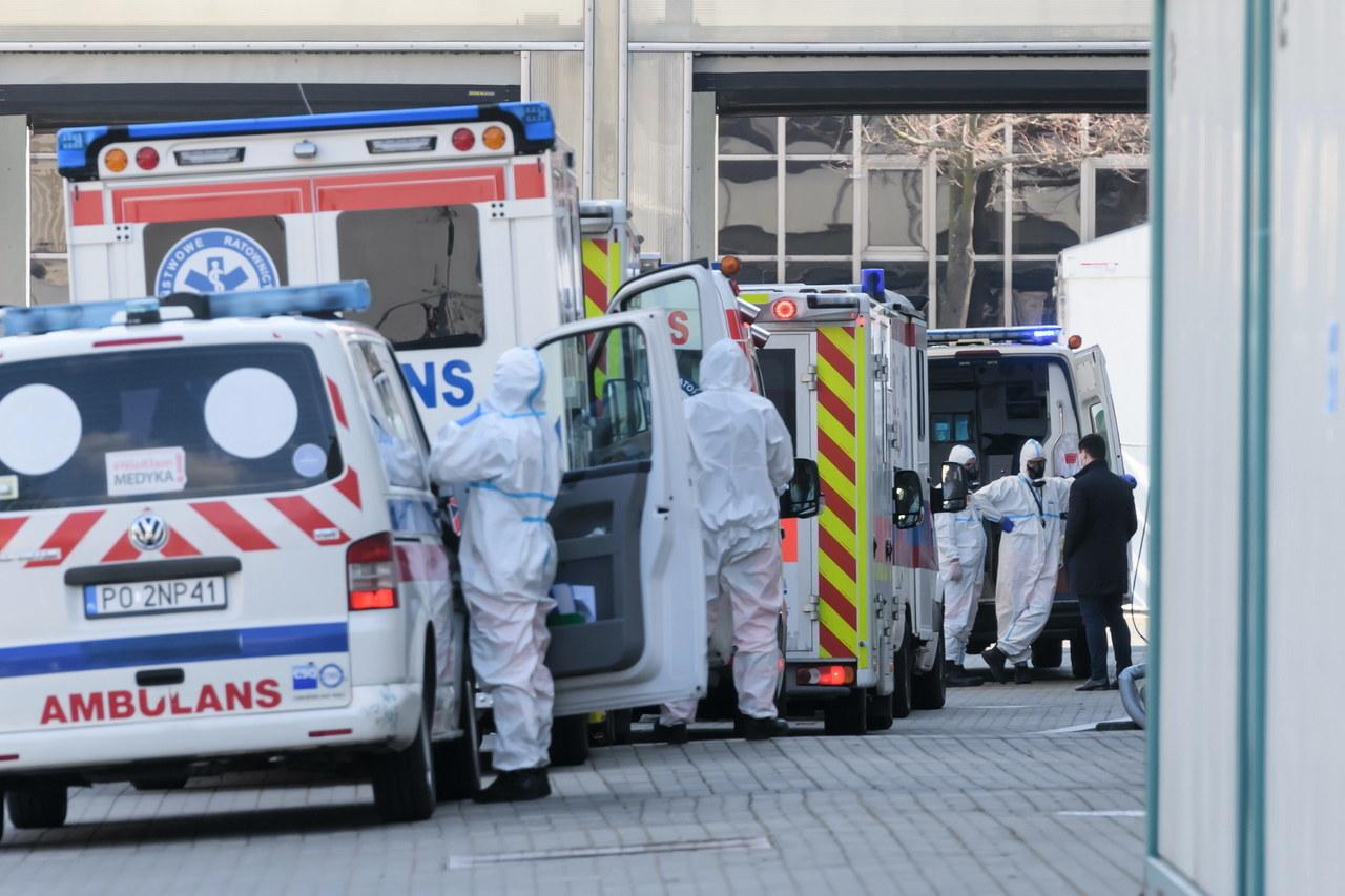 Zabrakło tlenu w szpitalu tymczasowym w Poznaniu. Zwolnione dwie osoby