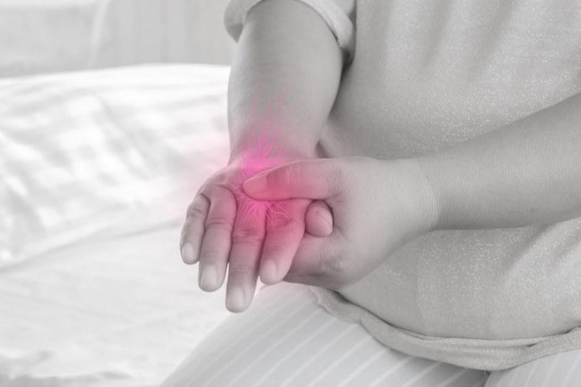 Zaburzenia nerwów ręki /©123RF/PICSEL