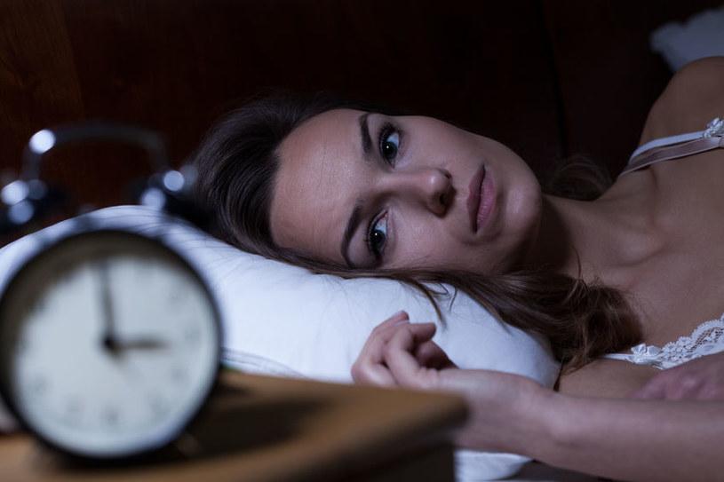 Zaburzenia snu /©123RF/PICSEL