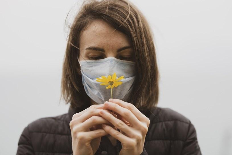 Zaburzenia węchu to częsty objaw zakażenia koronawirusem /Engin_Akyurt /pixabay.com