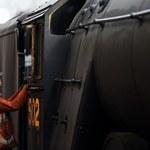 """Zabytkowa angielska lokomotywa, """"Latający Szkot"""", znów wyjechała na tory"""