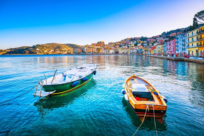 Zabytkowe łodzie w uroczym Porto Santo Stefano /123RF/PICSEL