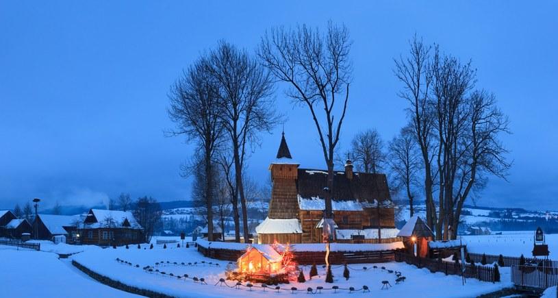 Zabytkowy kościół w Dębnie /ADAM LAWNIK /East News