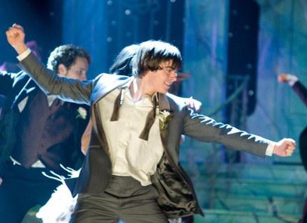 """Zac Efron, czyli filmowy Troy Bolton w """"High School Musical 3: Ostatnia klasa"""" /materiały dystrybutora"""