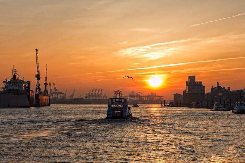 Zachód słońca w Hamburgu /Scoopshot / Cesar Vieira /