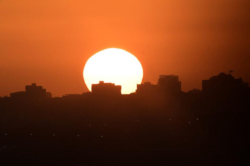 Zachód słońca w Madrycie w poniedziałek, 3 lutego 2020 r. /JAVIER SORIANO /AFP