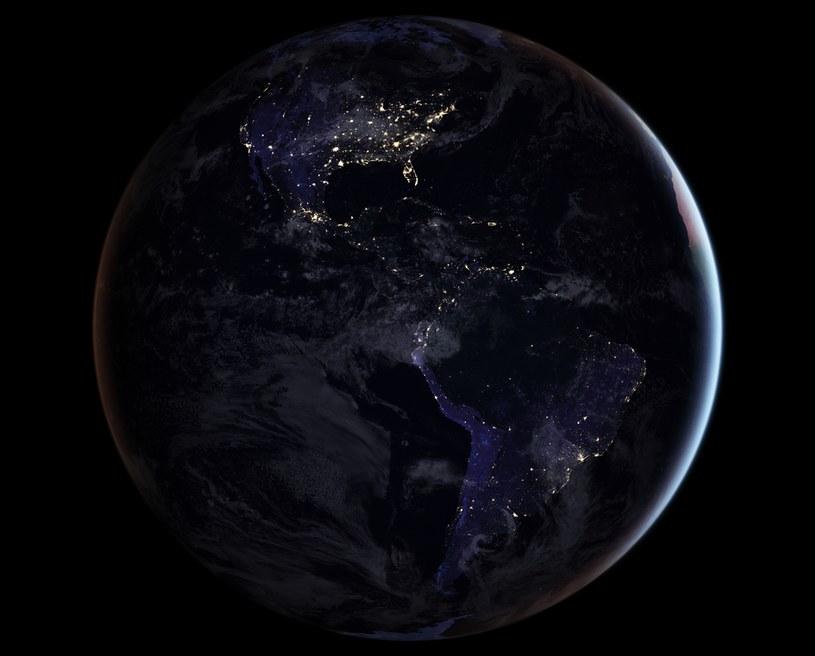 Zachodnia półkula nocą w 2016 roku /NASA