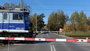Zachodniopomorskie: Zderzenie samochodu z pociągiem. Jedna osoba nie żyje