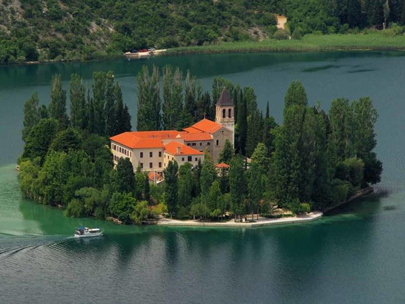 Zachowany w dobrym stanie klasztor franciszkański na wyspie Visovac  /© Panthermedia