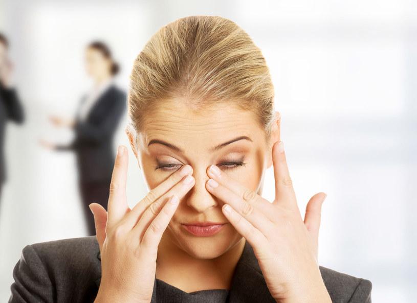 Zaczerwienione spojówki to niekoniecznie alergia! Zbadaj serce /123RF/PICSEL