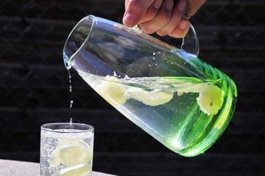 Zaczynaj dzień od szklanki wody, a poczujesz się o wiele lepiej!