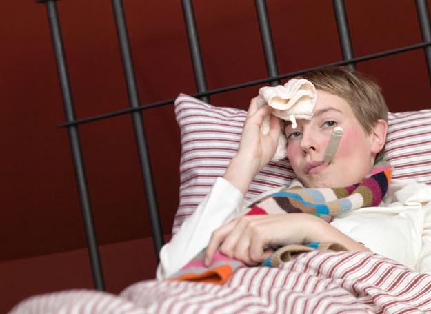 Zaczynasz kichać, jest ci zimno - to typowe początki przeziębienia  /© Panthermedia