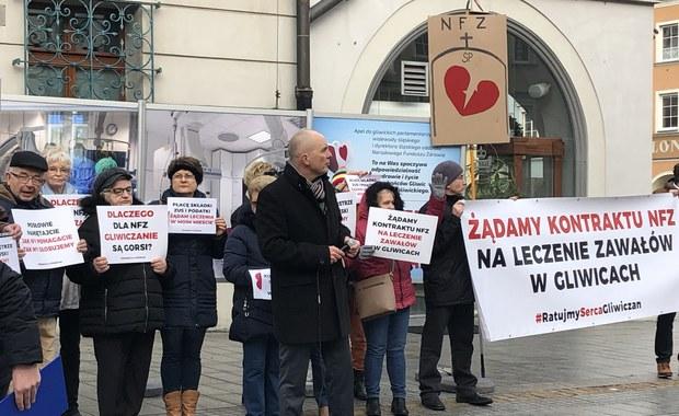 """""""Żądamy kontraktu NFZ na leczenie zawałów w Gliwicach"""". Protest na rynku"""