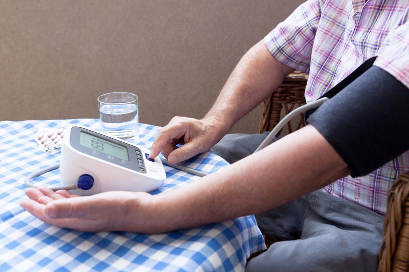 Zadbaj o odpowiednie warunki przed mierzeniem ciśnienia /123RF/PICSEL