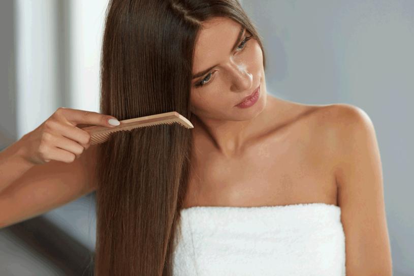 Zadbaj o włosy /123RF/PICSEL