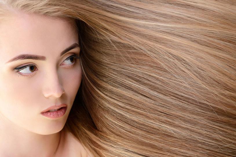 Zadbaj odpowiednio o włosy, a będa mocne, zdrowe i lśniące. /123RF/PICSEL