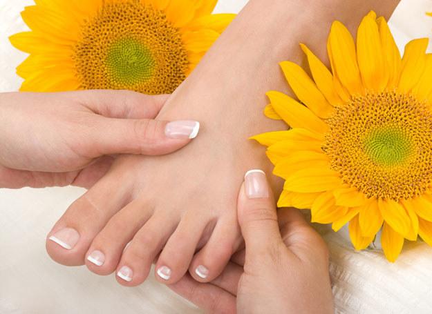 Zadbane stopy już wkrótce będziesz mogła zaprezentować w sandałkach /© Panthermedia